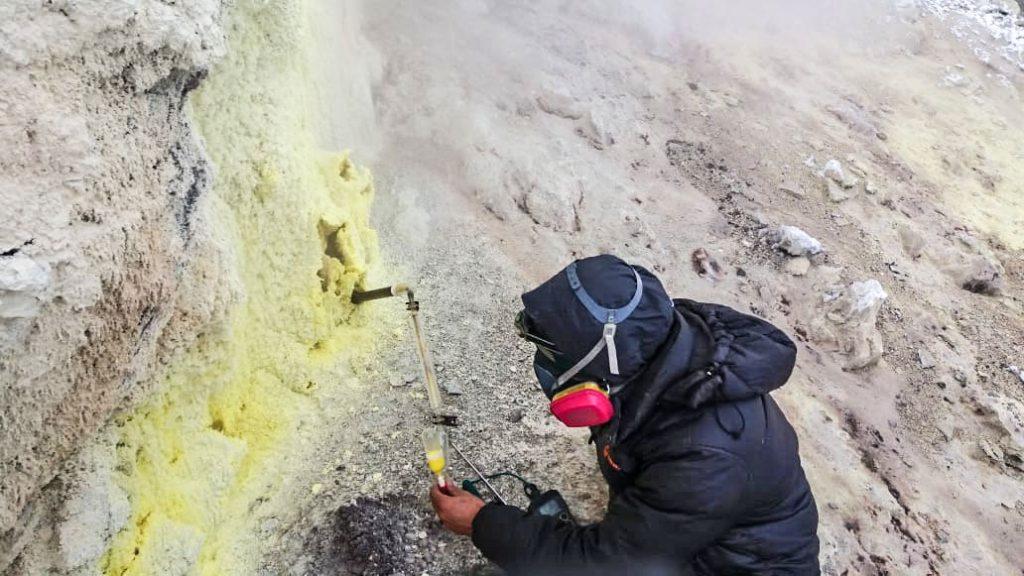 Científicos logran tomar muestras de volcanes