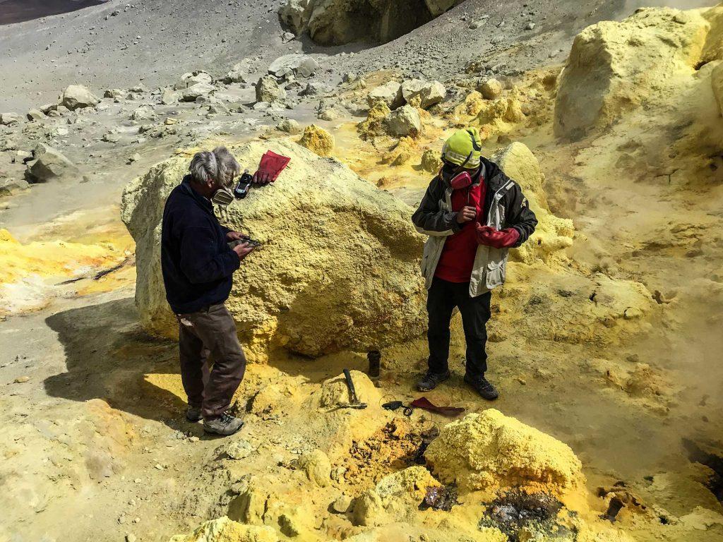 Geólogos UCN obtienen por primera vez muestras de gases de los volcanes Ollagüe y San Pedro
